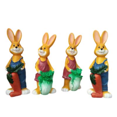 Mô hình composite chú thỏ cute dễ thương trong sân vườn